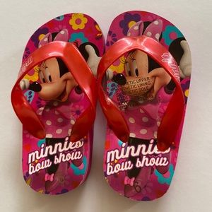 Minnie Mouse girls thongs flip flops  size 6